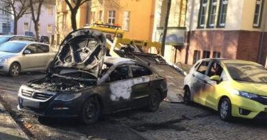 Brandstiftung: PKW komplett ausgebrannt