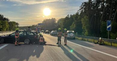 Mehrere Auffahrunfälle auf der A12 am Pfingstmontag