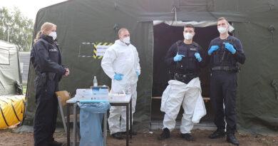 Mitarbeiter:innen der Bundespolizei in der Erstaufnahmeeinrichtung in Eisenhüttenstadt
