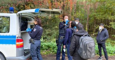 Polizei führt als erstes COVID-19-Tests durch.